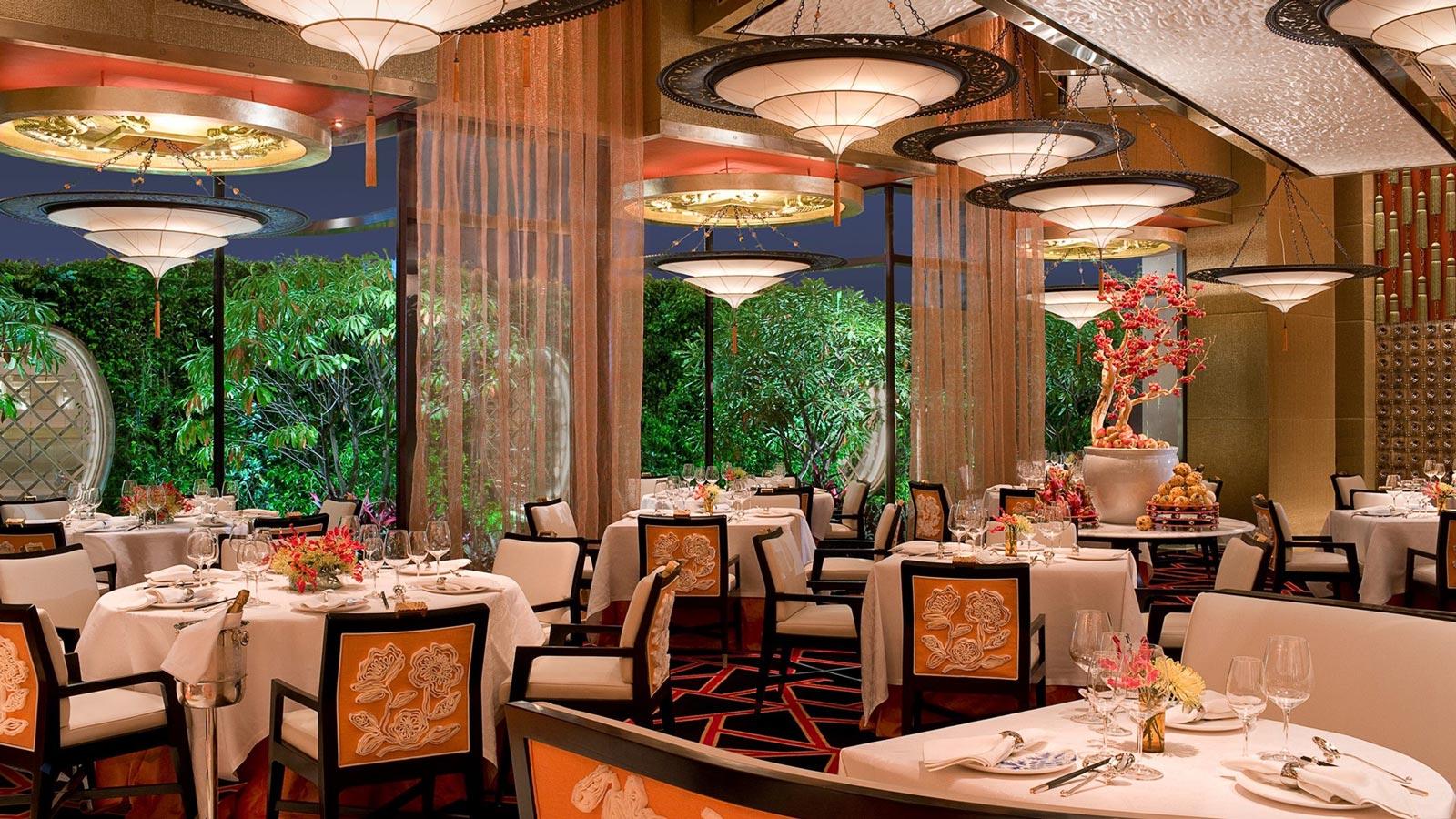 GOLDEN FLOWER Restaurant in China mit Fortuny Leuchte