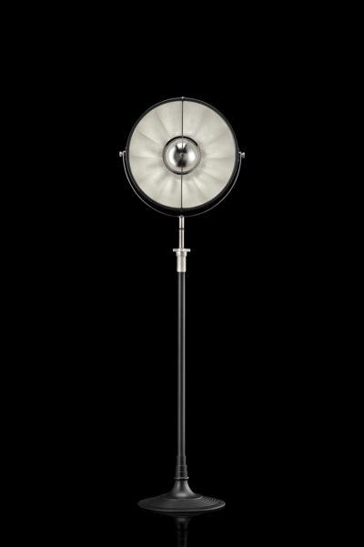 Fortuny Atelier 41 Stehleuchte aus Schwarz und Blattsilber