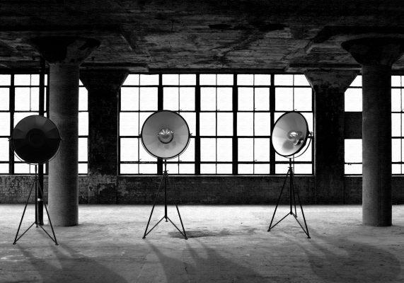 Studio 1907 Lampen in einem Lagerhaus