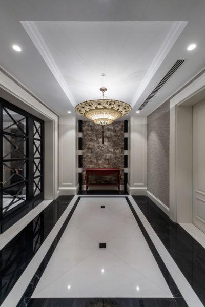 Fortuny Scheherazade Geometric Seidenleuchte in 3 Ebenen im Hotel
