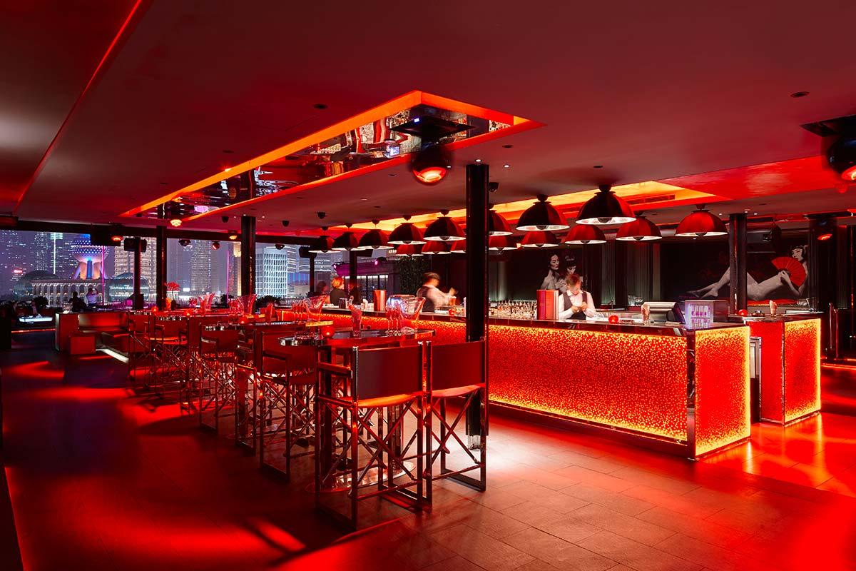 In der Bar Rouge in Shanghai befinden sich die Kuppellampen Fortuny Studio 1907 3