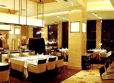 Byblos Restaurant in Saudi-Arabien mit der Seidenleuchte mit Deckenaufhängung Cesendello