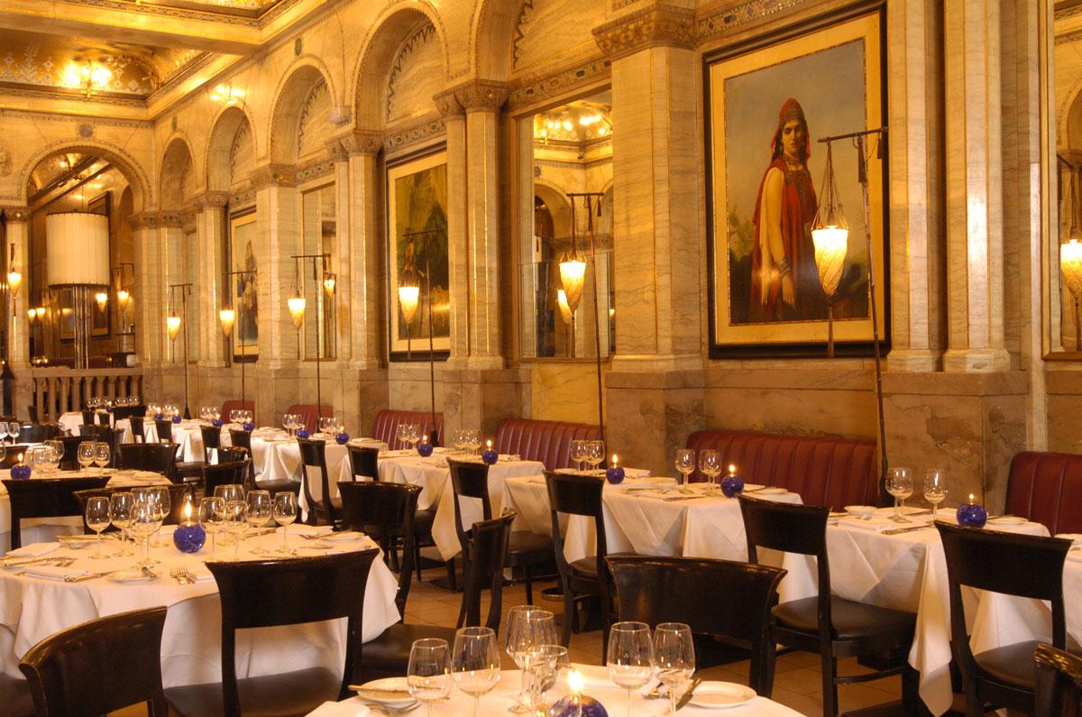Criterion Restaurant in London mit den Fortuny Cesendello Stehleuchten