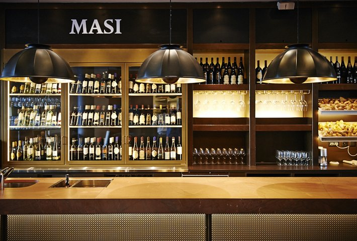 Fortuny leuchte Masi Wine Bar in Zürich