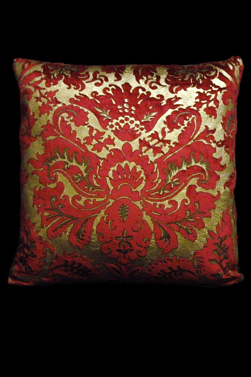Venetia Studium Barbarigo bedrucktes quadratisches Samtkissen in Rot
