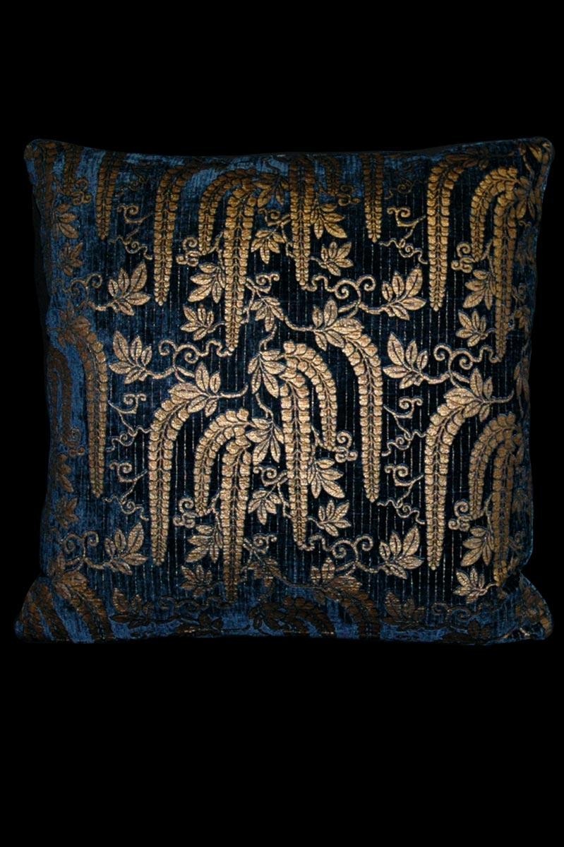 Venetia Studium Bedrucktes quadratisches Gicine Samtkissen in Blau