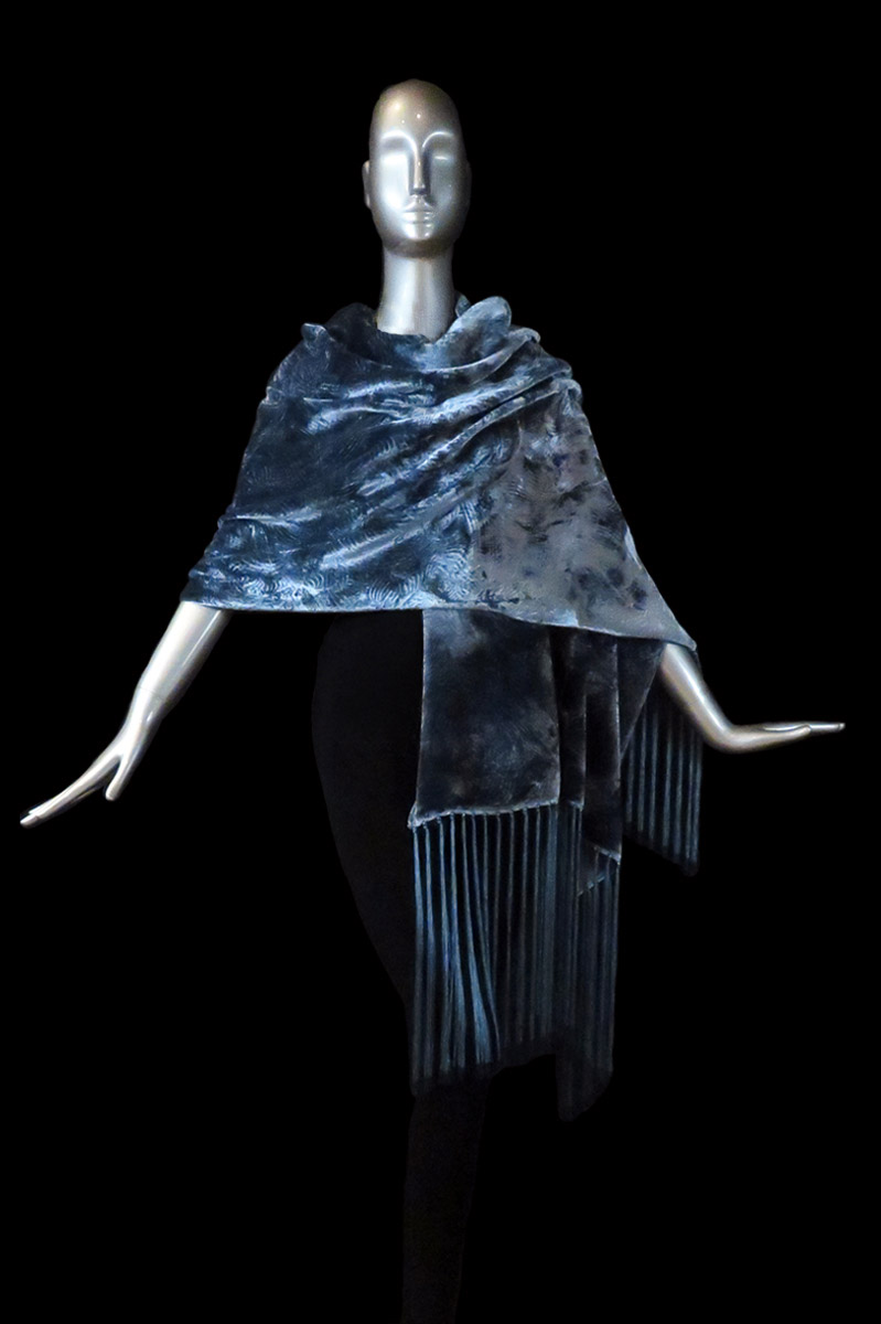 Fortuny furrowed velvet shawl with fringes avio