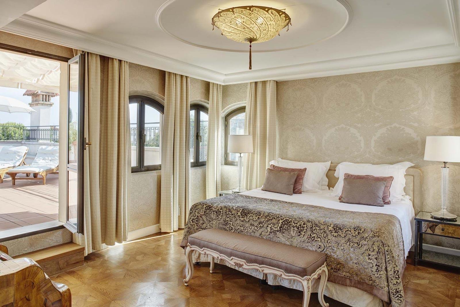 Belmond Hotel Cipriani Fortuny Saracen Shield Seidenlampe